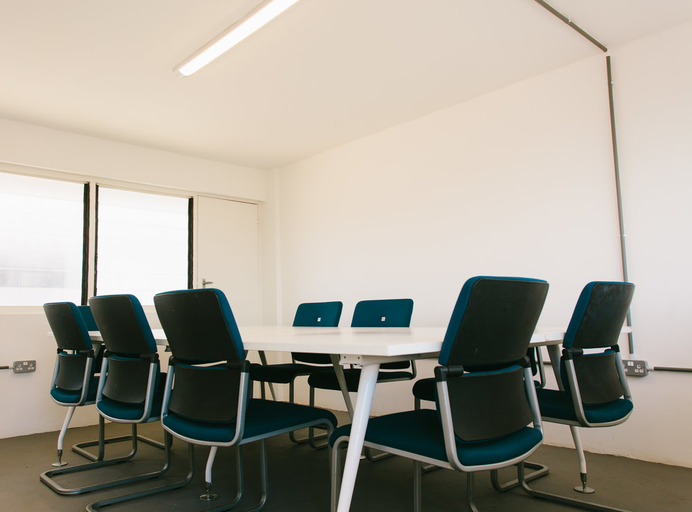 Meeting room - - Gh250/day- Furnished, air-conditioned private office for meetings- Free use of meeting room 3 hours x month bookable in advance for members- All utilities included (internet, back up generator, security, cleaning, water and electricity)- Can seat 10 people