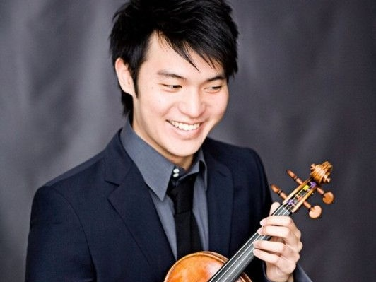 Last November 14th and 15th, the American violinist Ray Chen played the Brahms violin concerto, conducted by Pablo Mielgo. The program included as well the complete version of the Planets by Holst. The concerts took place at the Auditorium in Palma and Manacor. -