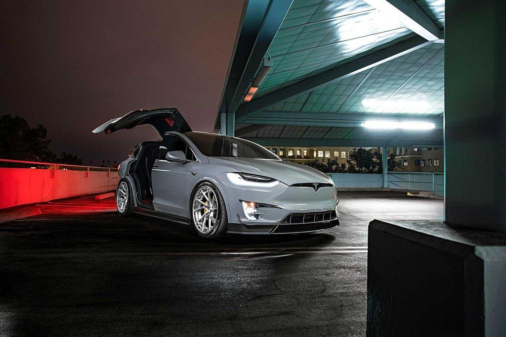2017-tesla-model-x-p90d-revozport-bodykit.jpg