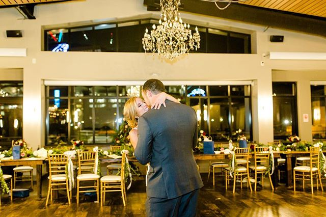 🎶 So darlin' save the last dance for me 🎵  Private Last Dances are in, and we are big fans! It's a meaningful way for the couple to savor the final moments of their special day while their guests get ready for the grand exit. Special thanks to @morebeatty for the photos & a big congrats to Lauren & Coleton!