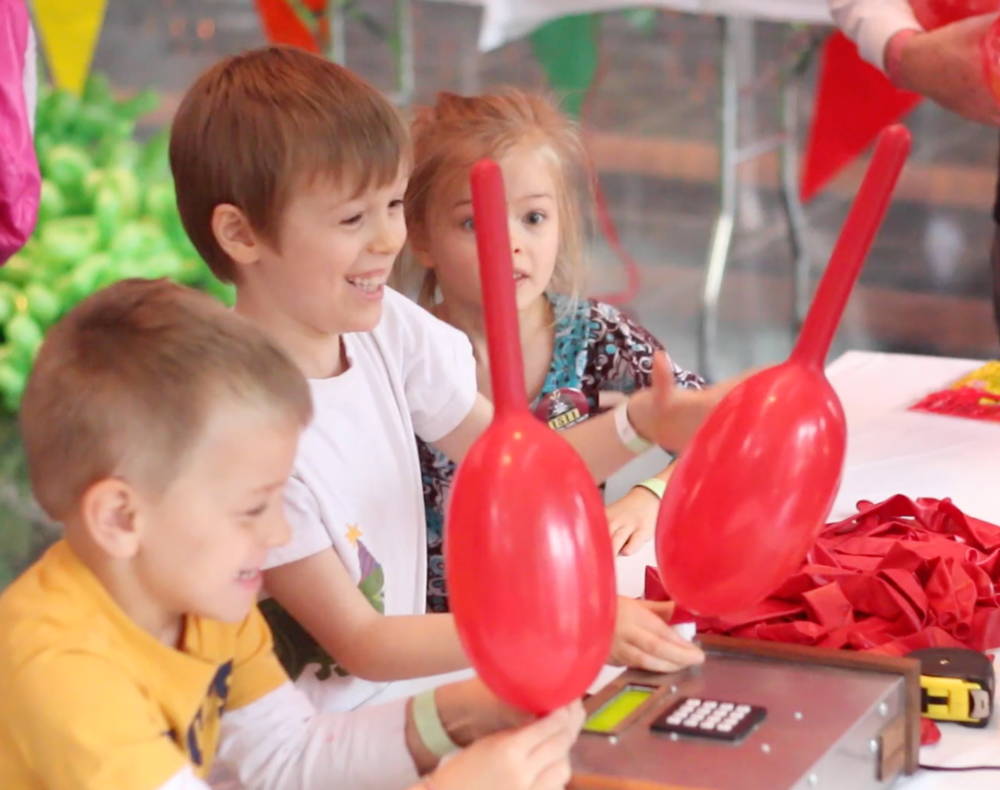 kids-balloons.png