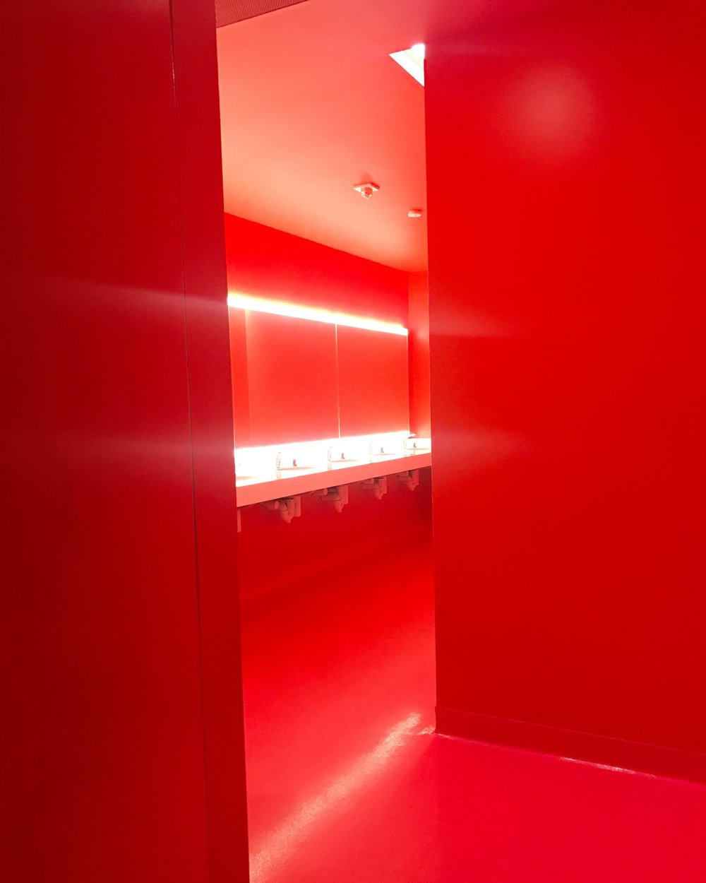 Is it weird that the bathroom is one of my favorite things about SFMOMA?  ;)