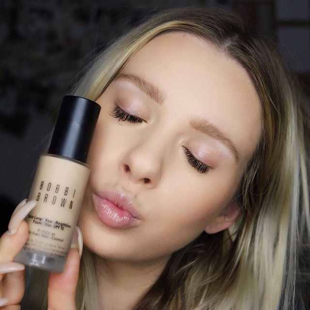 You guys know I love a good foundation! Well say hello to an amazing one! It's the new @bobbibrown Skin Long-Wear Weightless Foundation SPF 15! ❤️ I love how amazing my skin looks with it on & how it doesn't feel like I'm wearing any makeup! I am also obsessed with the new Primer Plus Mattifier 👏🏼 It keeps my foundation on all day! 🙈 Both Of these amazing products are available at @sephora go check it out 😘 #bobbibrown #BBAmbassador  #makeuptips #makeupaddict #motd #foundation #beauty #primer  #makeup #beautyguru  #makeupbyme #makeupoftheday  #wakeupandmakeup  #cosmetics  #makeupblogger  #makeuptutorialsx0x #makeupforbarbies  #highlight #eyebrows #glow