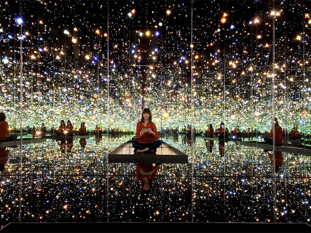 Katelyn inside The Souls of Millions of Lightyears Away (Yayoi Kusama, 2014)