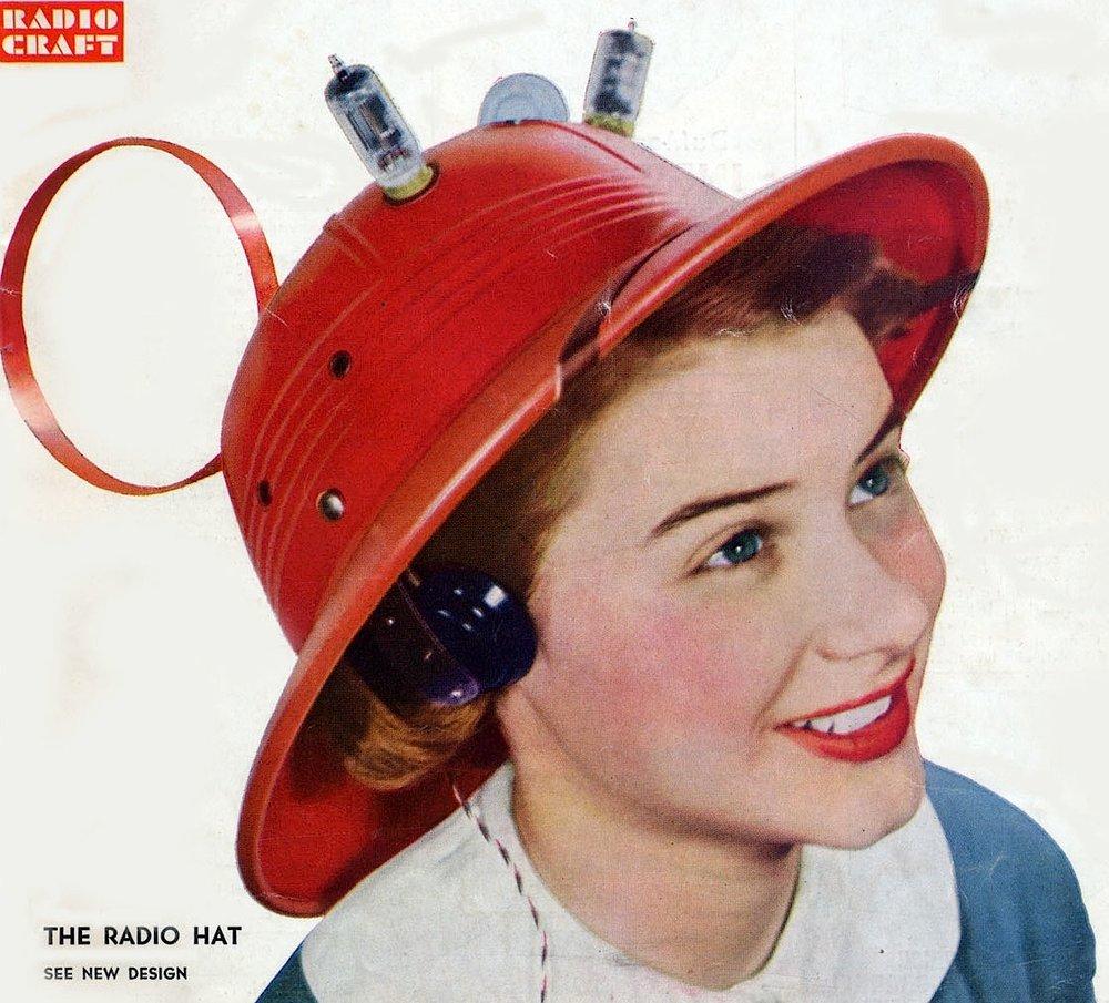 Vendu $7,95 (soit environ $81 dollars actuels), ce chapeau est à mi-chemin entre un Fedora et un casque de chantier. Et il semble tout droit sorti des histoires des Pulp magazines.