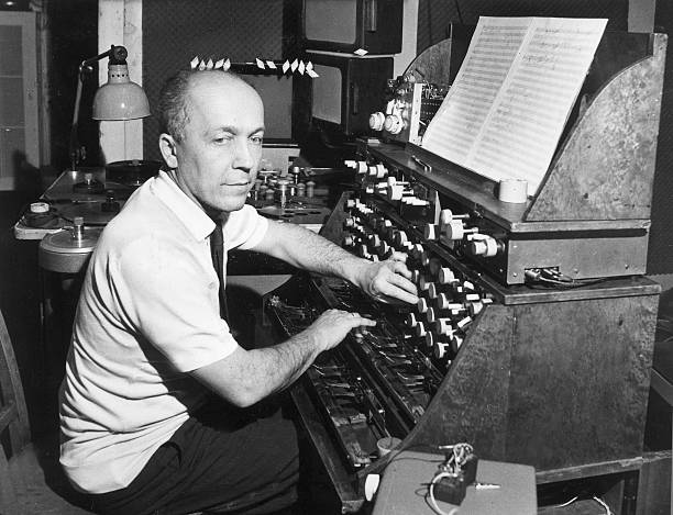Oskar Sala at his Trautonium (1970); tjhe instrument used in the recording was the earlier Konzerttrautonium.