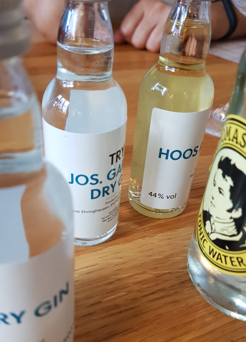 "Gin Test mit Tonic"" Thomas Henry"""