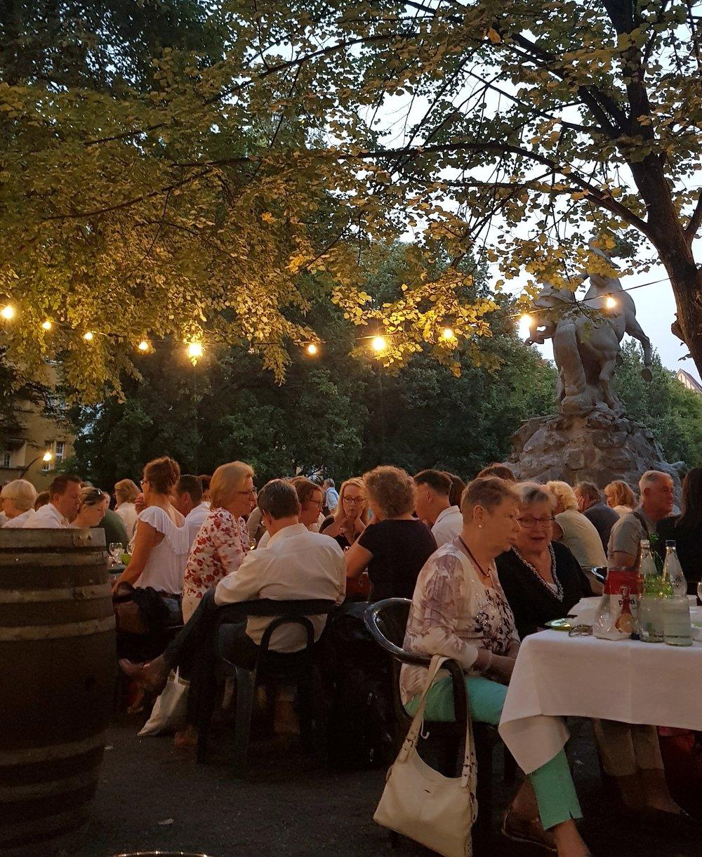 Tafeln am Rheingau Weinbrunnen.jpeg
