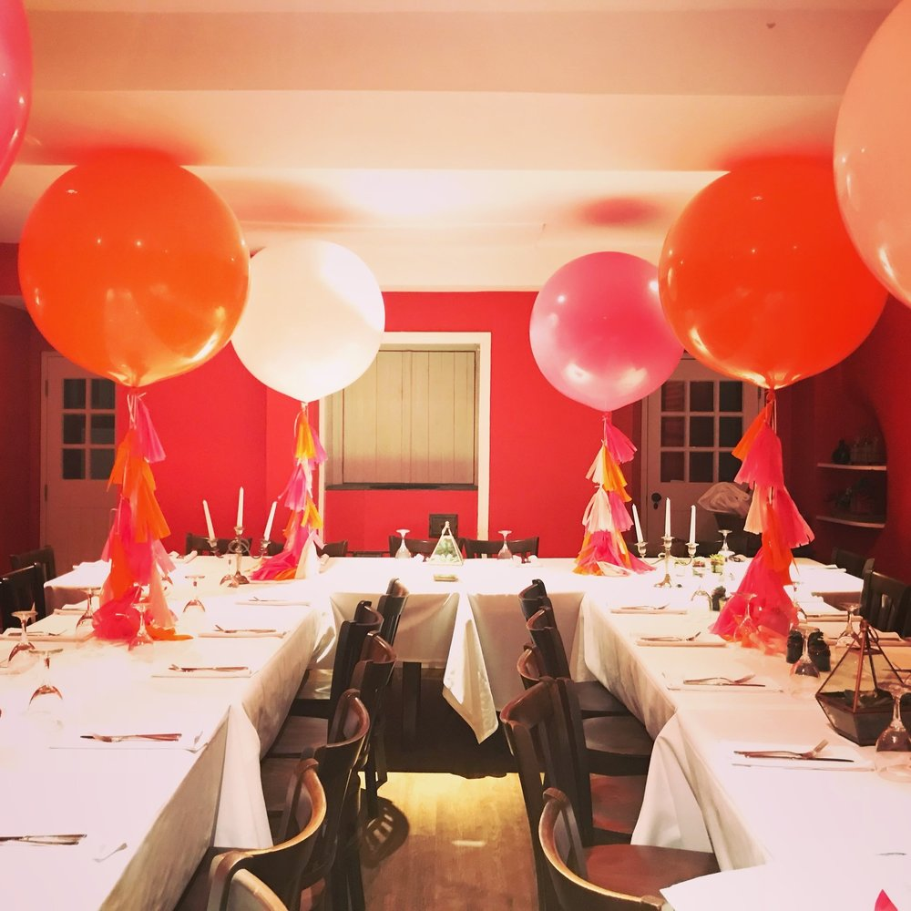Giant Balloons  Our giant balloons are really popular. Starting from 2ft right up to 8ft giant balloons are just amazing. Adding tassel tails also gives these giant balloons an extra bit of glamour.