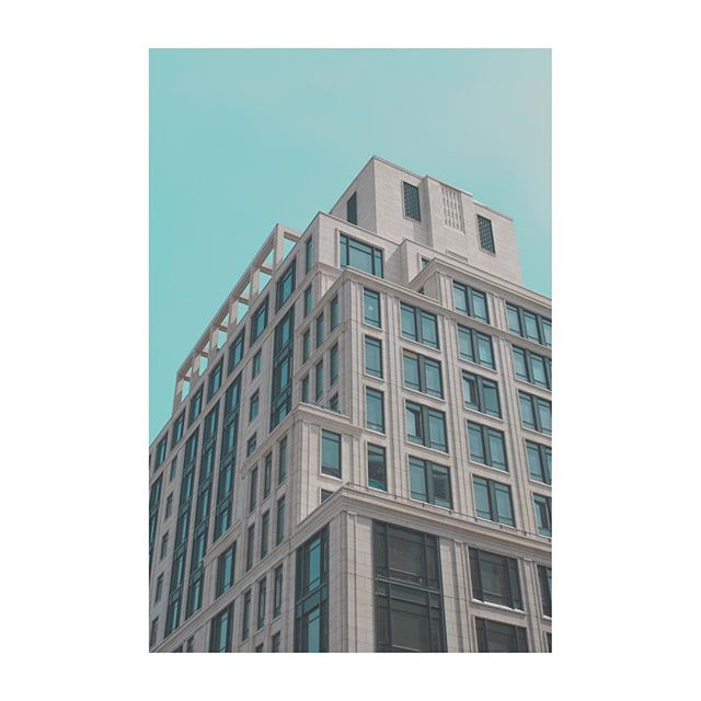 New York 🗽🤙🏼 all edits inspired by Jeroen Peters 🙏🏻 . . . .  #newyork #nyc #photography #photooftheday #canonphotography #canon80d #architecture #building #pale #blue #architecturephotography #street #city #ny #manhattan #chelsea #greenwich #travelphotography #travel