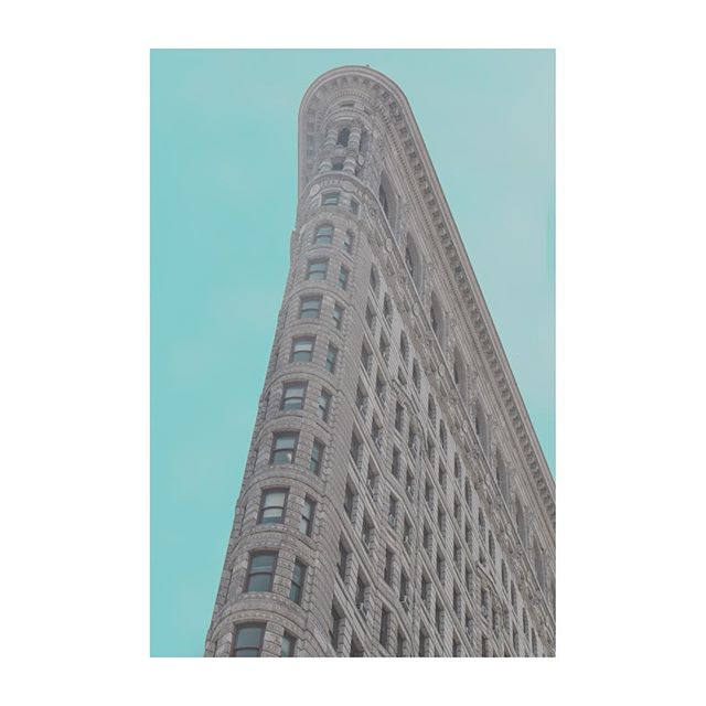 Flat iron- New York 🗽🤙🏼 all edits inspired by Jeroen Peters 🙏🏻 . . . .  #newyork #nyc #photography #photooftheday #canonphotography #canon80d #architecture #building #pale #blue #architecturephotography #street #city #ny #manhattan #chelsea #greenwich #travelphotography #travel