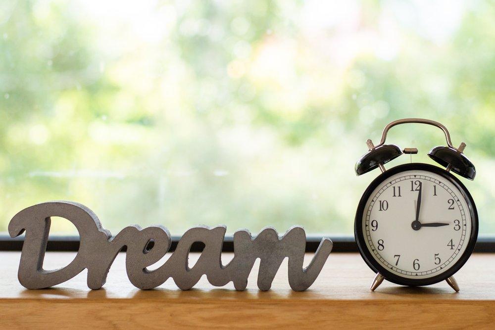 alarm-clock-blurred-background-clock-1449901.jpg