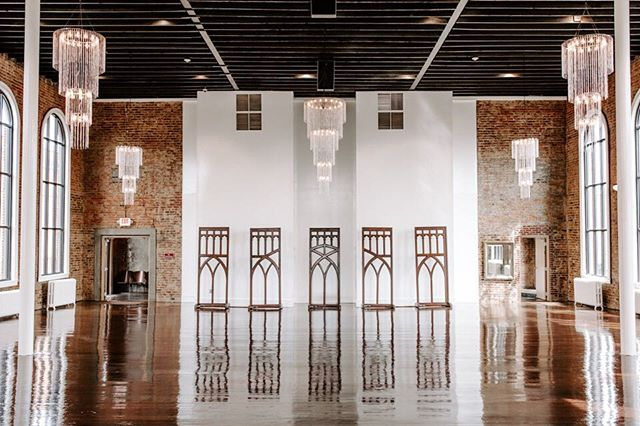 For our 2018 brides, we decided to do a little revamping around the Aeneas with our new all white walls! We're absolutely in love ❤️💍 . . . We're interested - what was your favorite thing about your wedding venue? . . . #weddingweekend #weddingvenue#historicalbuilding #2018bride#weddingwire #naturallight #chic #industrial#tennesseewedding #jacksontn