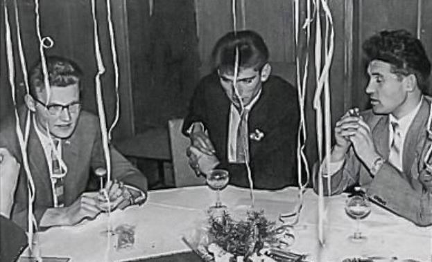A góðri stund á gamlárskvöldi í Hannover 1958. F.v. Gunnlaugur, Arnór Karlsson, en hann kom í heimsókn frá Giessen og Sigurður Jóhannesson  (mynd úr Litla Bergþór)