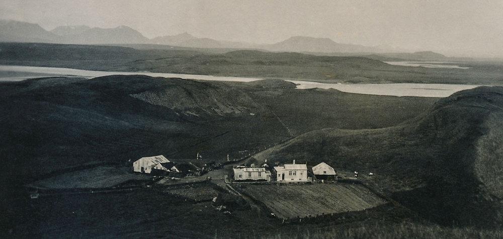 Séð yfir Iðu af Suðurási að ferjustaðnum (mynd frá Iðu)