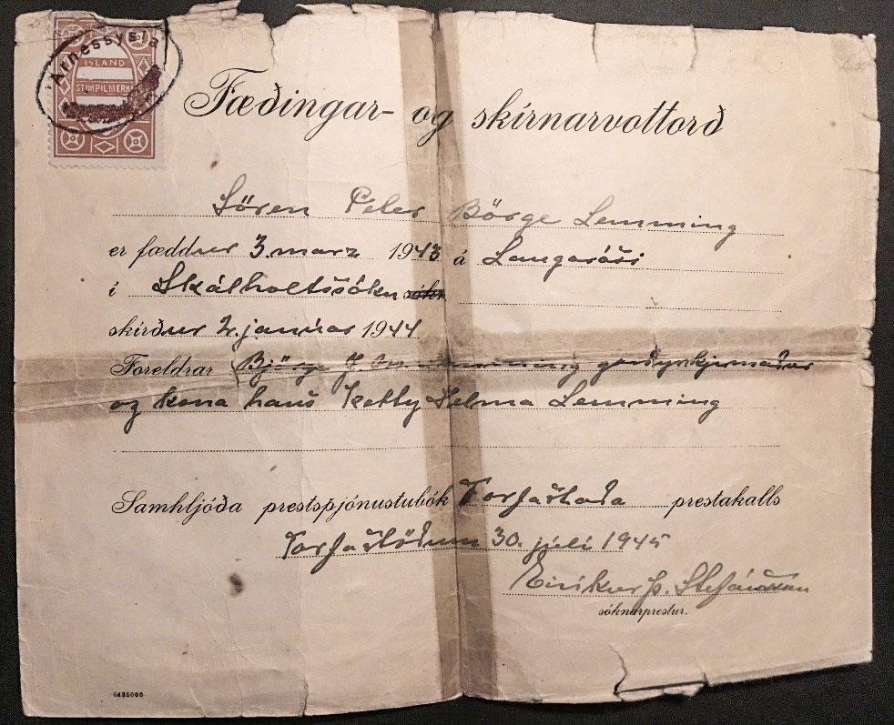 Fæðingar- og skírnarvottorð Sørens Lemming, undirritað af sr. Eiríki Þ. Stefánssyni. (Mynd frá Lissie Lemming)