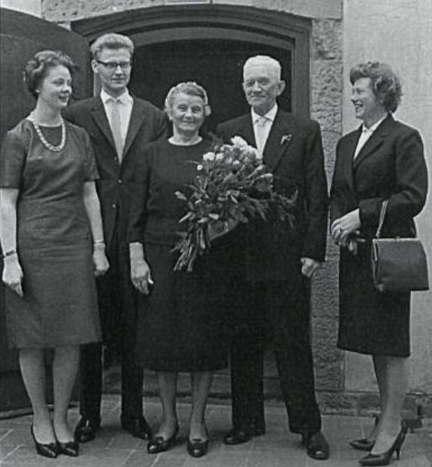 Talið frá vinstri: Renata, Gunnlaugur, Ella amma, Kurt afi og Gerða móðir Renötu. Myndin er tekin í Berlín. (Mynd úr Litla Bergþór)
