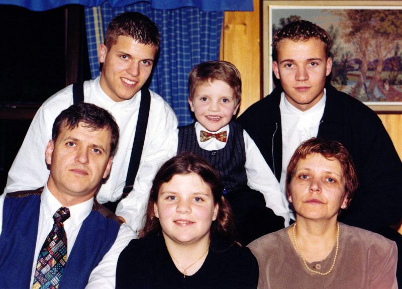 Páll og Dröfn með börnum sínum 1996. Aftar f.v. Þorvaldur Skúli, Brynjar Steinn, Egill Árni. Fyrir framan Guðný Rut. (mynd pms)