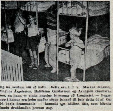 Mynd mbl. af börnum að hátta sig 1952.