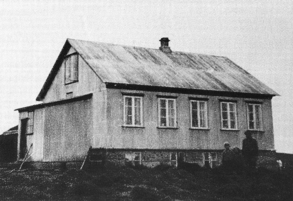 Fyrsti  læknisbústaðurinn (mynd Ólafur Einarsson, myndin er tekin úr grein BH í Árnesingi)