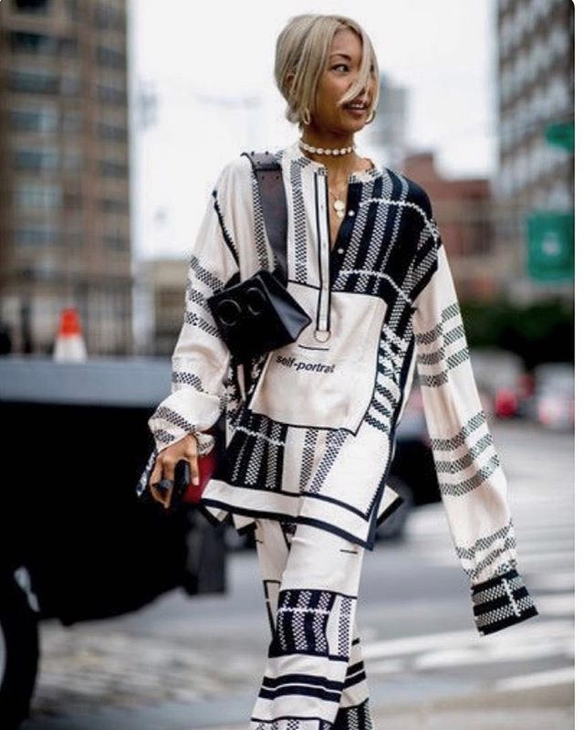 We are obsessed with street style at the moment 🖤 The streets now have the power to set the tone, the mood, the trends unlike ever before... we believe fashion is for everyone, what do you think??