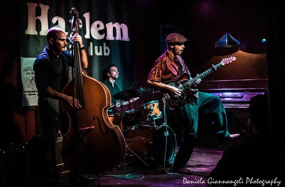 The Big Bet performing at Harlem Jazz Club in Barcelona 2017. Rod Deville (double bass), Jake Klamburg (drums) and Hernan Senra (Guitar & vocals).