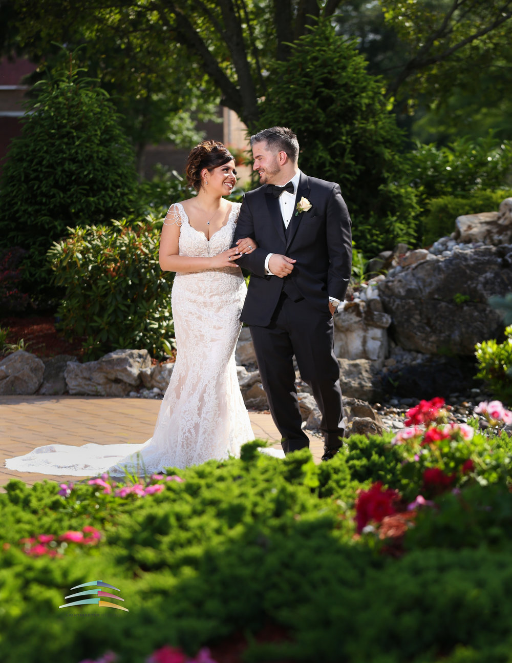 Lightmaster-studios-wedding-couple-outdoor-wedding-water-fountain-east-hanover-manor-new-jersey-mermaid-wedding-dress-red-flowers-pink-flowers