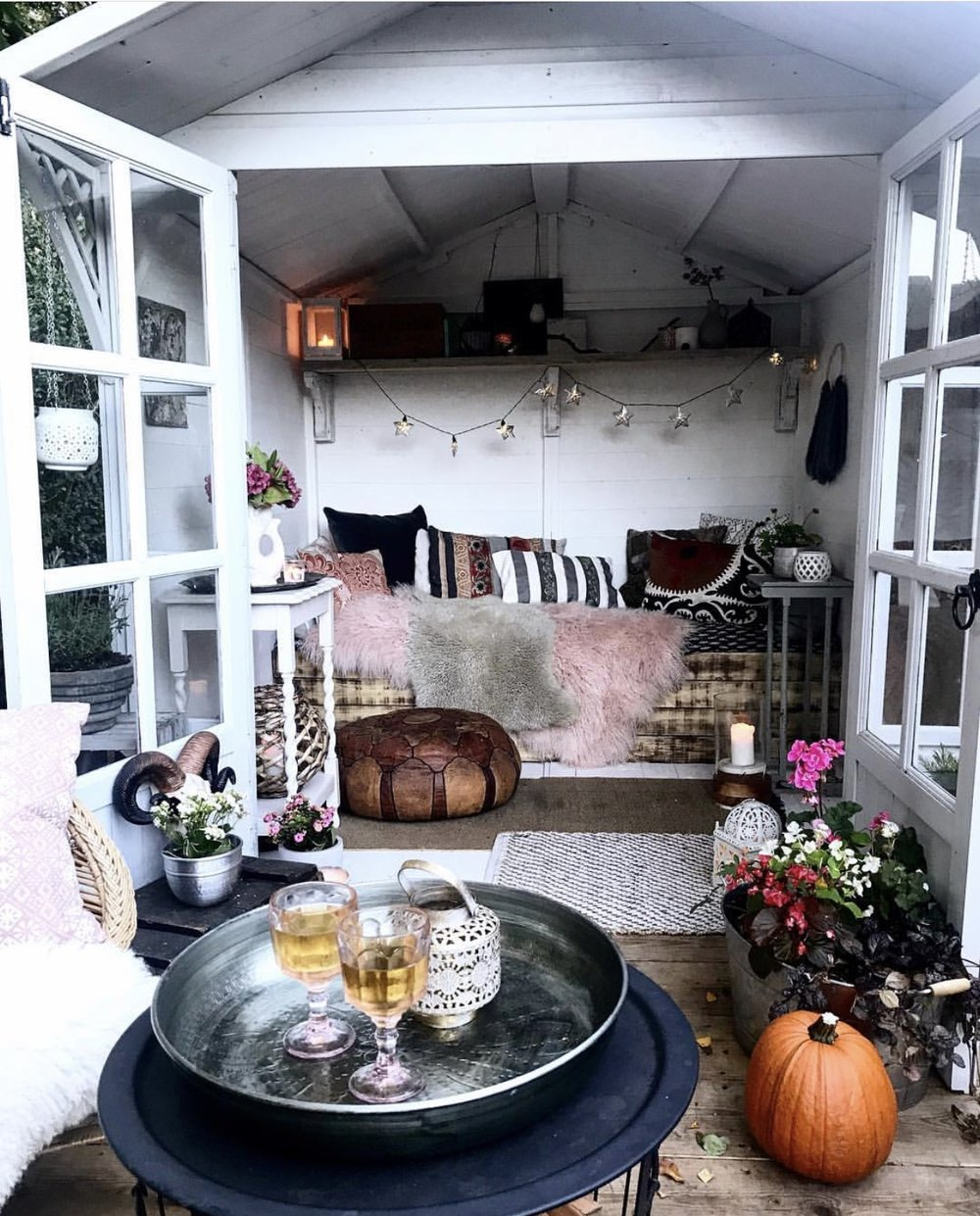 The amazing She Shed going all autumnal by Theresa Gromski - Instagram @theresagromski