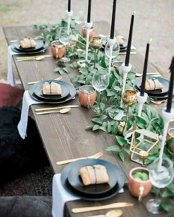 A stunningly simple table setting - source unknown (Pinterest)