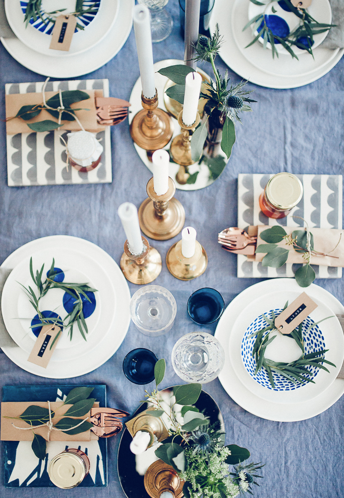 A perfectly Blue hued table setting -  Elle Decoration