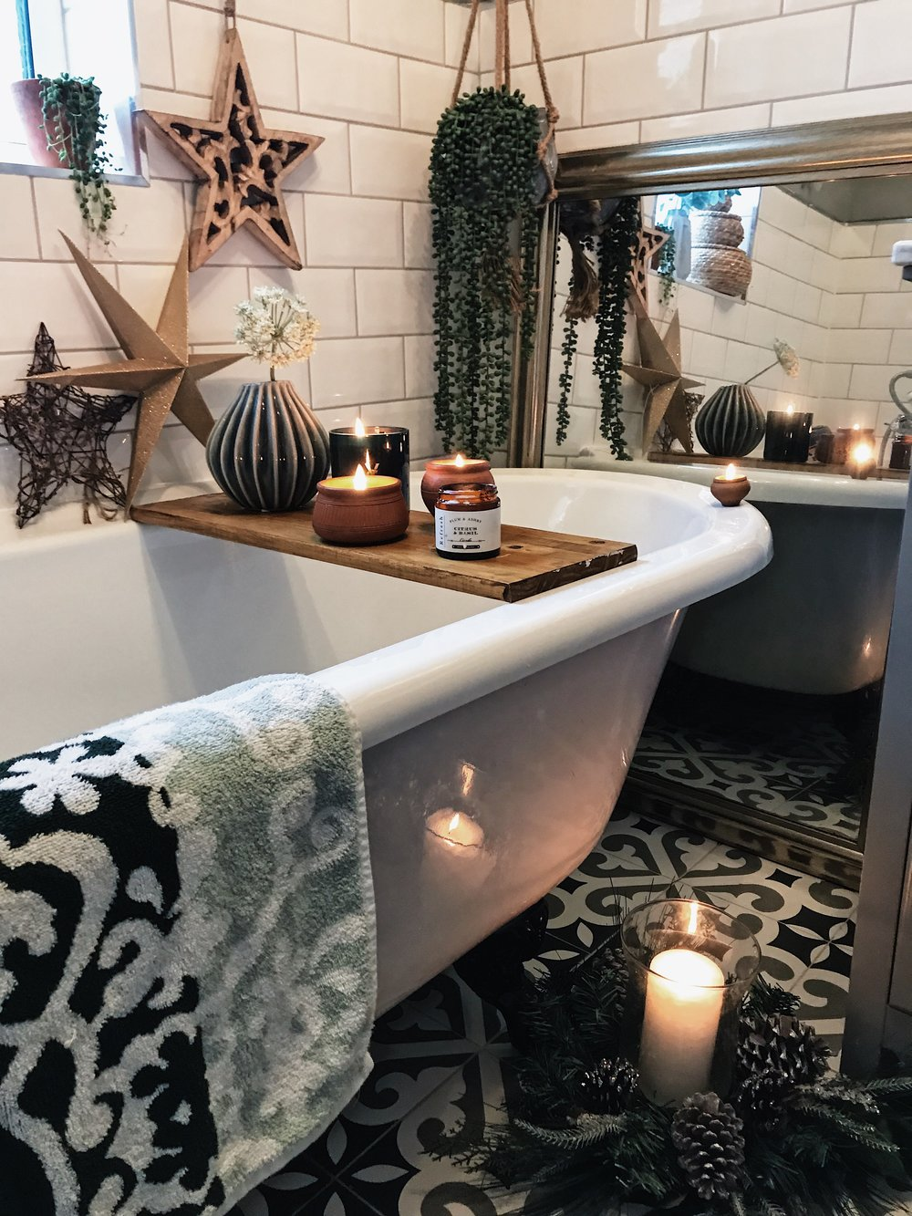 Every bathroom needs stars! - Gold glitter star from Keep It Living