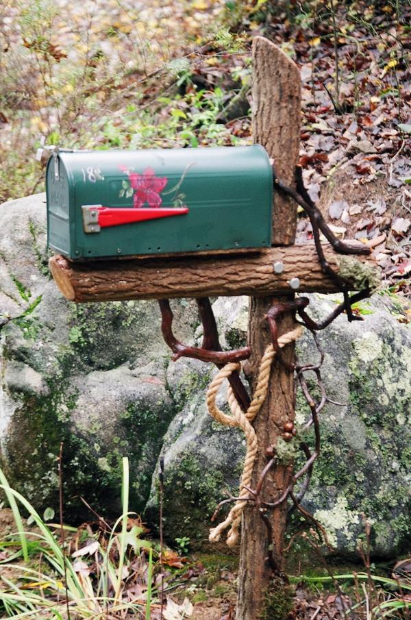 Mailbox:laurel.JPG
