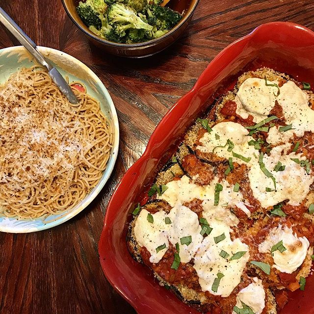 "Tonight I made eggplant finally taste good 🍆😋 turns out ya gotta make the veggie slices ""sweat"" by sprinkling salt on them to bring the bitterness out. #nowyouknow #funfact #eggplantparm #eggplantsweat #spaghetti #sideofbroccoli #freshmozzarella #italian #veggiegram #vegetarianrecipes #sundaydinner #foodstagram #foodiegram #vegetariansofig #flexitarian"