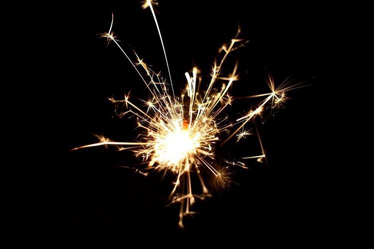 sparkler-532838_960_720.jpg