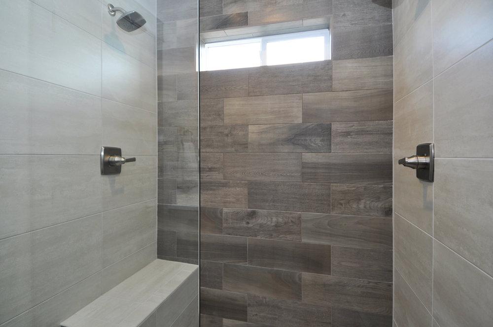6 master bath2.JPG