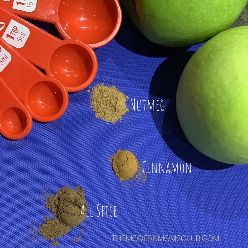Diy Apple spice Apple Pie Bites. #applepie #appledesserts #desserts #pierecipe