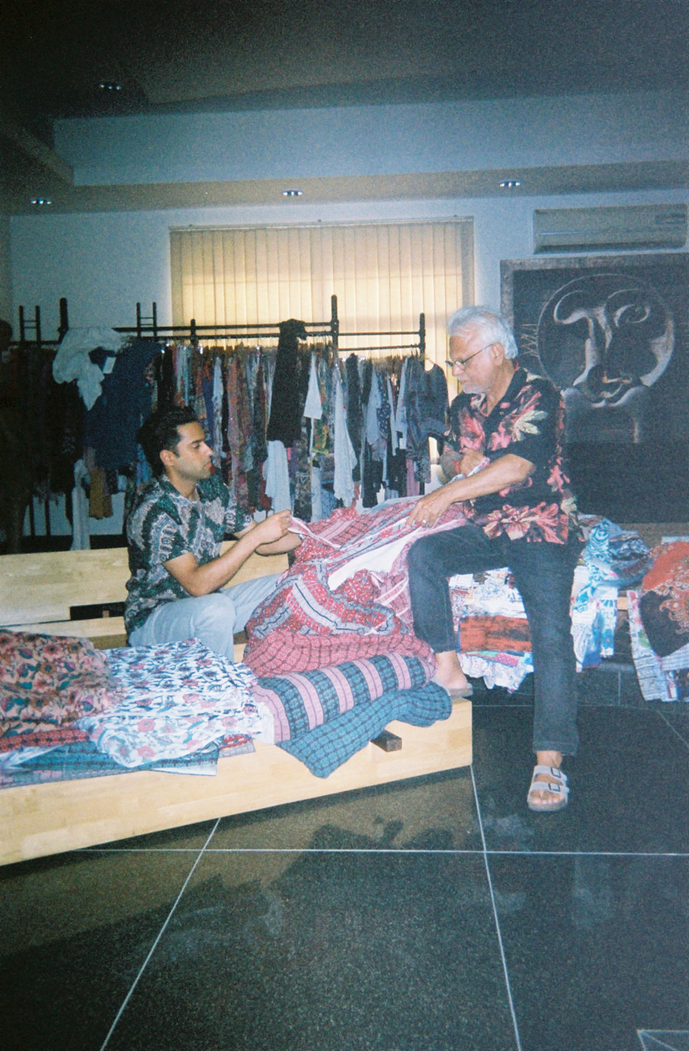 PAST TO PRESENT -  RAGA MAN WASHES THE DESIGNS AND FABRICS FROM THE DESERTS OF INDIA'S RAJASTHAN, THE LAND OF KINGS, WITH THE SALT WATER OF THE BEACH.FEATURING A RANGE OF BOTH PRINTS AND SOLIDS, RAGA MAN USES SOFT AND BREATHABLE FABRICS, CULTURALLY ROOTED ARTWORK, AND THE HAND BLOCK TECHNIQUES OF THE ROYAL RAJASTHANI PRINTERS.WITH RELAXED BUT CLASSIC CUTS INSPIRED BY THE GRITTY ARTISANAL ROOTS OF VENICE, RAGA MAN IS BOTH SPIRITUAL AND TASTEFUL, CONFIDENT AND OPEN MINDED, WORLDLY YET ROOTED.
