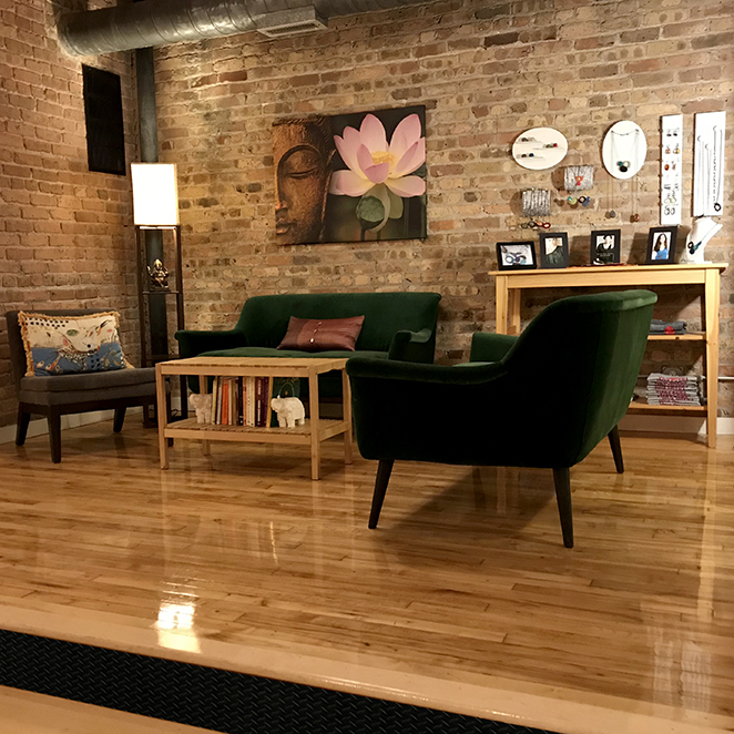 Viva Prana_Yoga_Bowspring_Wellness_Chicago_Blog_032918_Lobby.jpg
