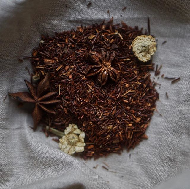 There is nothing more beautiful this morning than this cinnamon & anise rooibos tea from #lovecrumbs 🍂