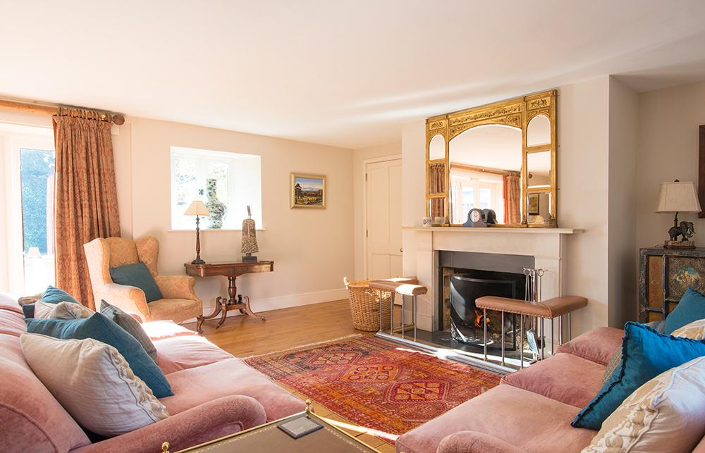 Loyton-Lodge-lounge.jpg