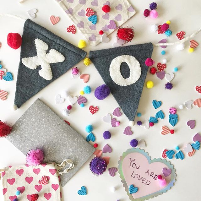 💏Are the Xs are the hugs or the kisses??? Team hug 🙋🏽‍♀️? Team kiss 💋💋? Which one are u? Tell me in the comments👇🏾 Xoxoxoxoxoxoxoxoxoxoxoxoxoxoxoxo . . . . . . These adorable #valentines ❌⭕️❌⭕️ banners are listed live in our Etsy shop (link in bio). Variety of sizes available.