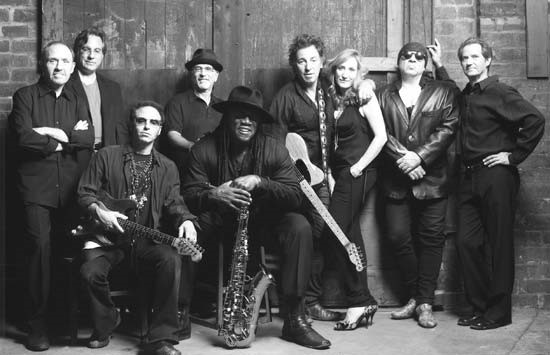 The E Street Band, 1999 (L to R): Danny Federici, Max Weinberg, Nils Lofgren, Roy Bittan, Clarence Clemons, Bruce & Patti, Steve Van Zandt, Gary W. Tallent