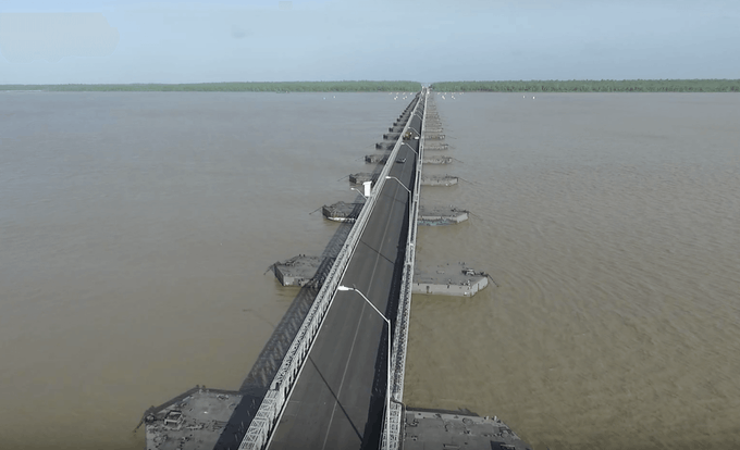 This bridge is 5,150 feet long and was constructed for $38M in 2008