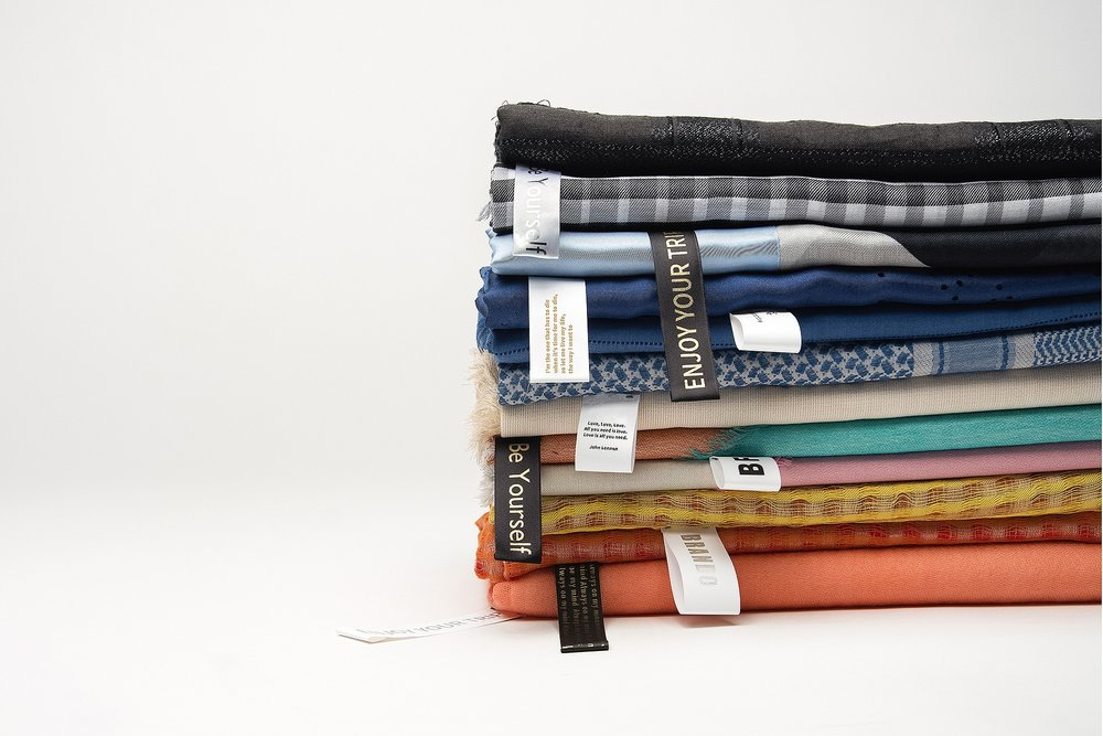 WE DESIGN SCARVES. YOU MAKE IT YOURS. - Discover how to personalize the spring summer collection. Create unique labels to share your message for free.