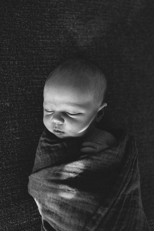brooks - newborn-13.jpg