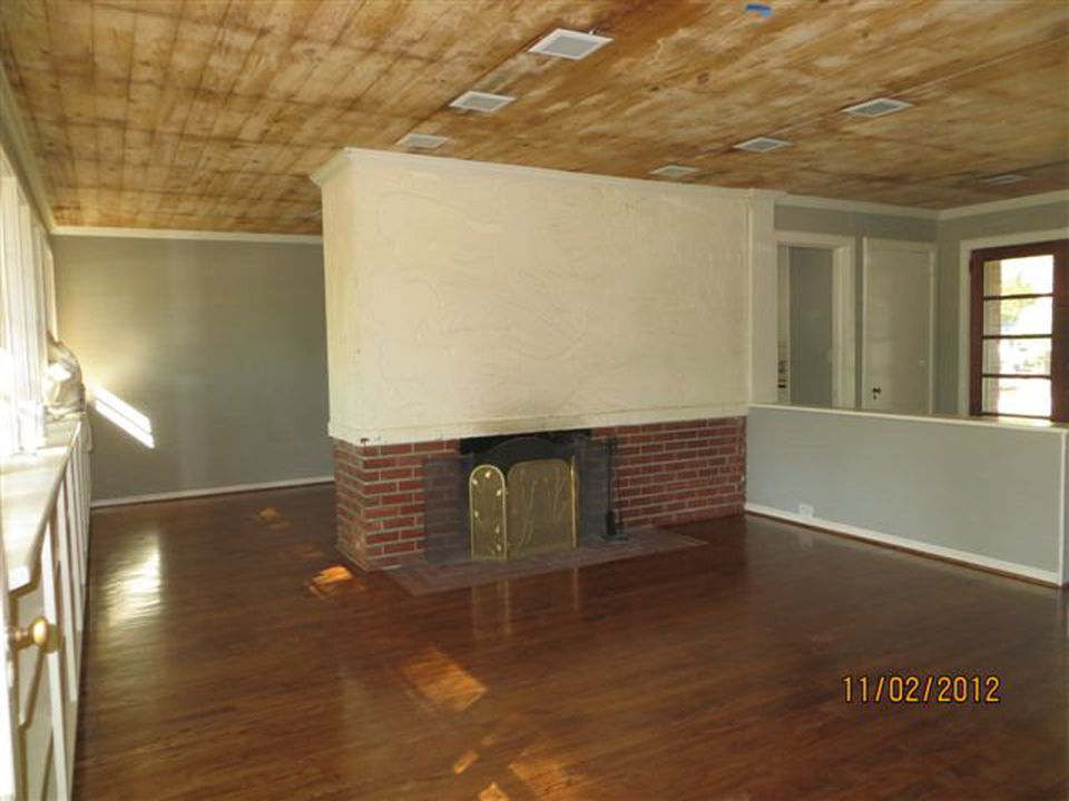 Photo dated 11/02/2012 from the Zillow website listing