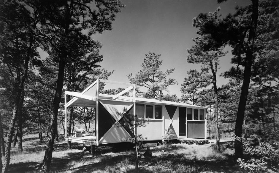 Serge Chermayeff's studio-vacation house in Cape Cod. Photo: The Modern House