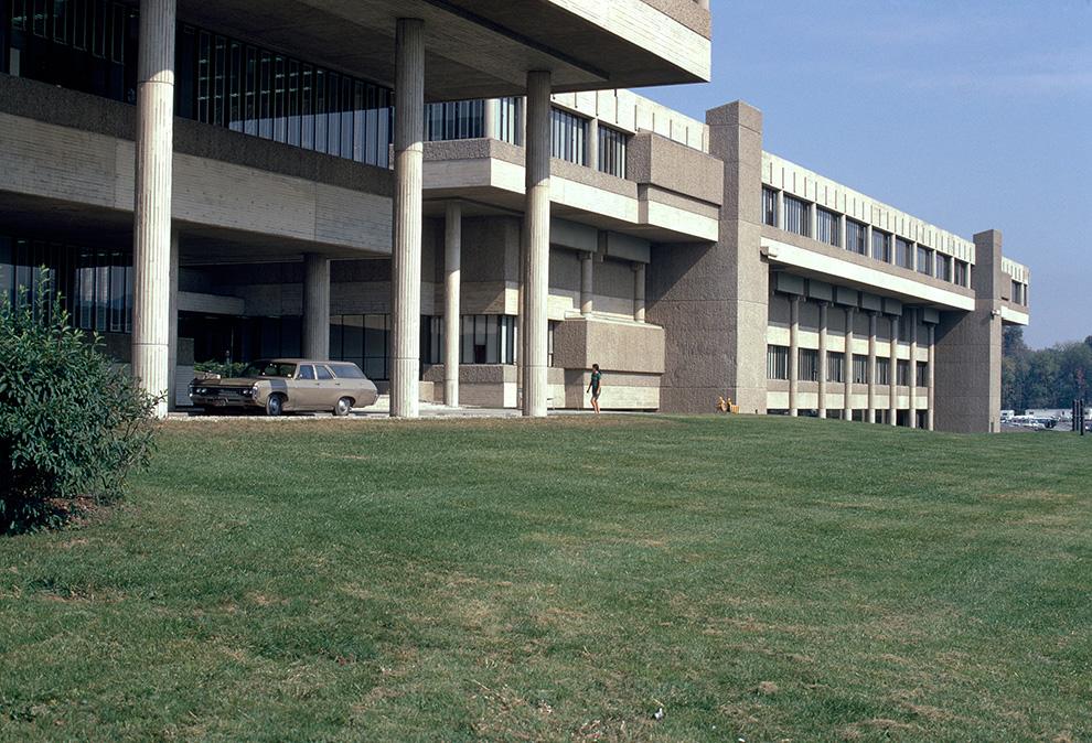 Photo (c) Massachusetts Institute of Technology, photograph by G. E. Kidder Smith