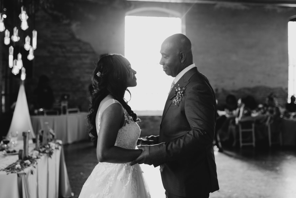 ashley-jarrod-johnson-atlanta-georgia-destination-wedding-photography-fox-and-film-the-mill-at-yellow-river-629.jpg