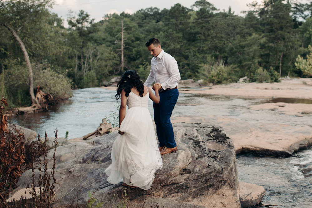 ashley-jarrod-johnson-atlanta-georgia-destination-wedding-photography-fox-and-film-the-mill-at-yellow-river-781.jpg
